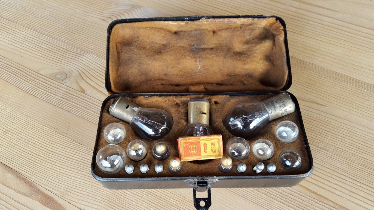 Bosch box with bulbs and fuses