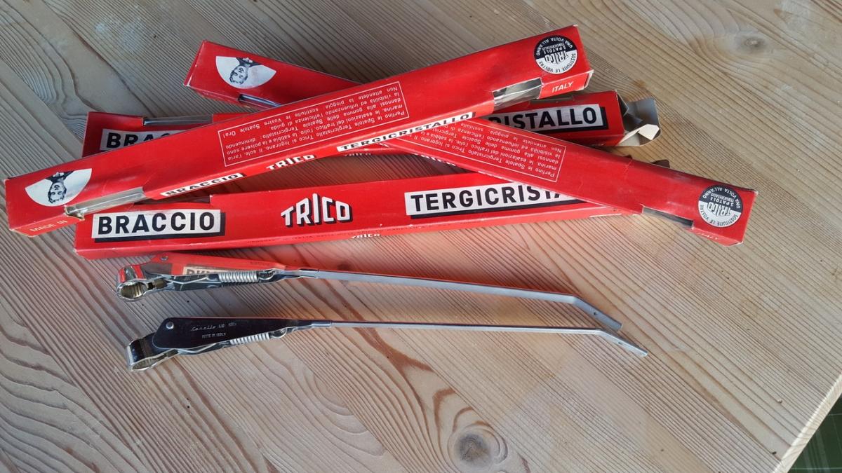 Wiper arms Carello Trico